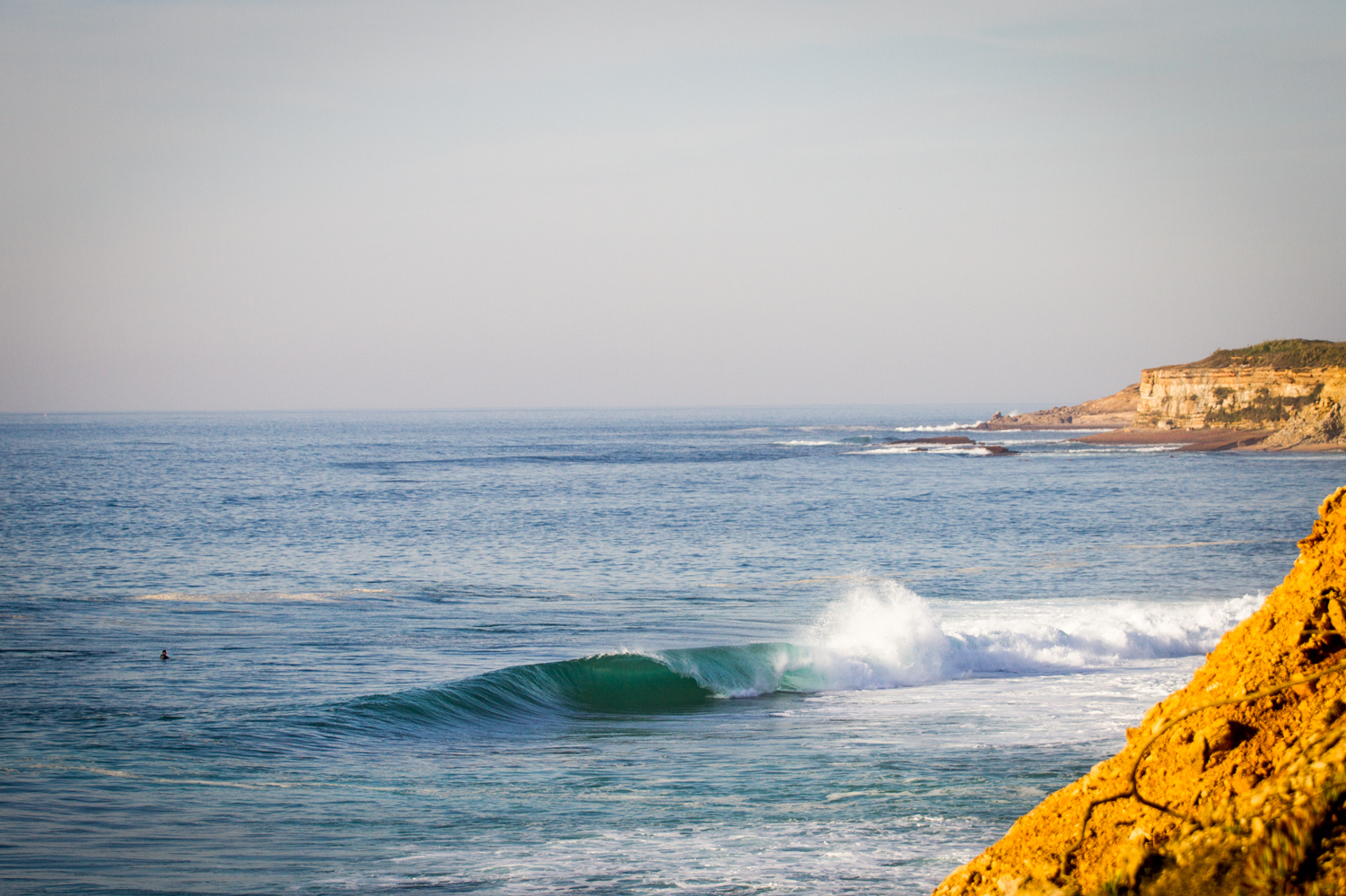 A drainer unloads unmolested in Ericeira